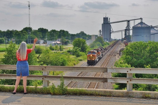 Summer is time for slowing down—even for government and industry.  Why not use the time to catch your wave on HCS/GHS compliance?  (BNSF 4895 East @ Ransom, IL, image © 7/2015 by Nikki Burgess; used with permission.)